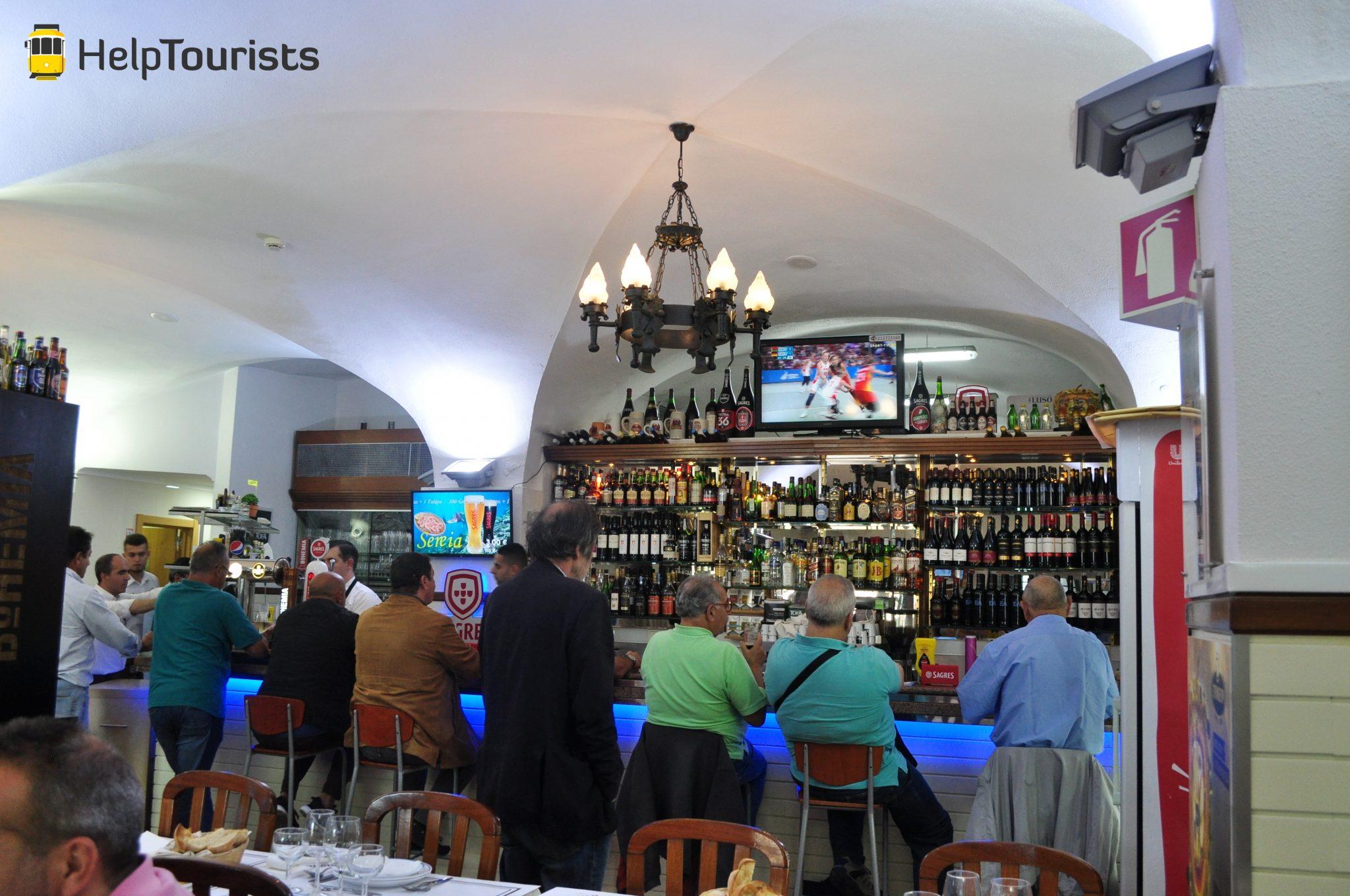 Lissabon traditionelles Restaurant Wein
