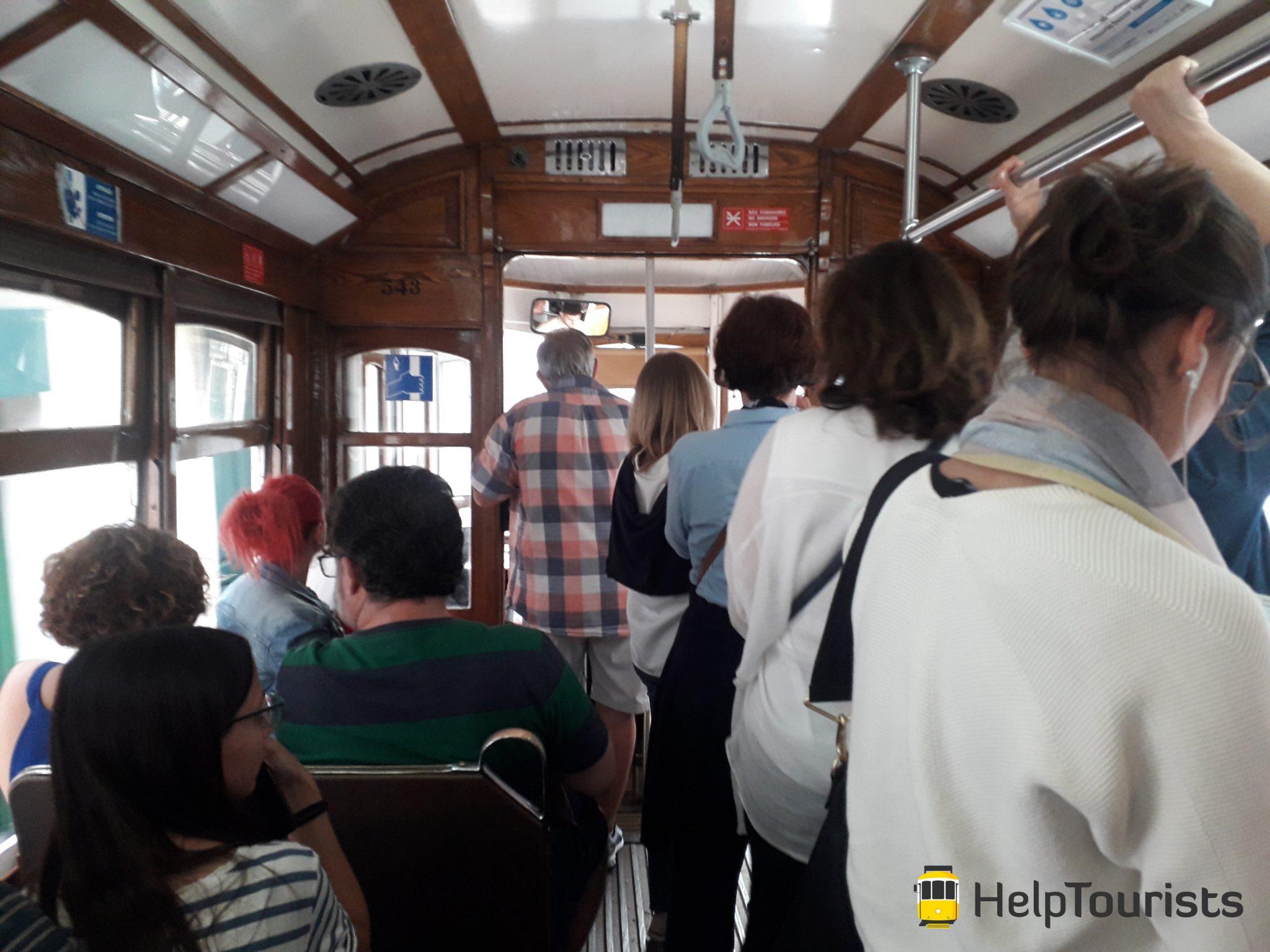 Lissabon Besichtigung Tram 28 innen