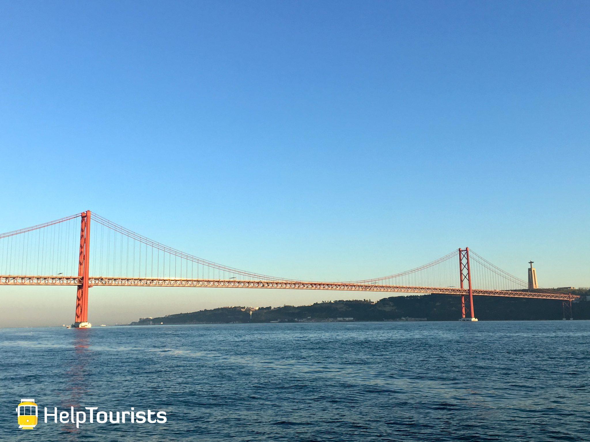 Lissabon Brücke 25 April Tejo weit