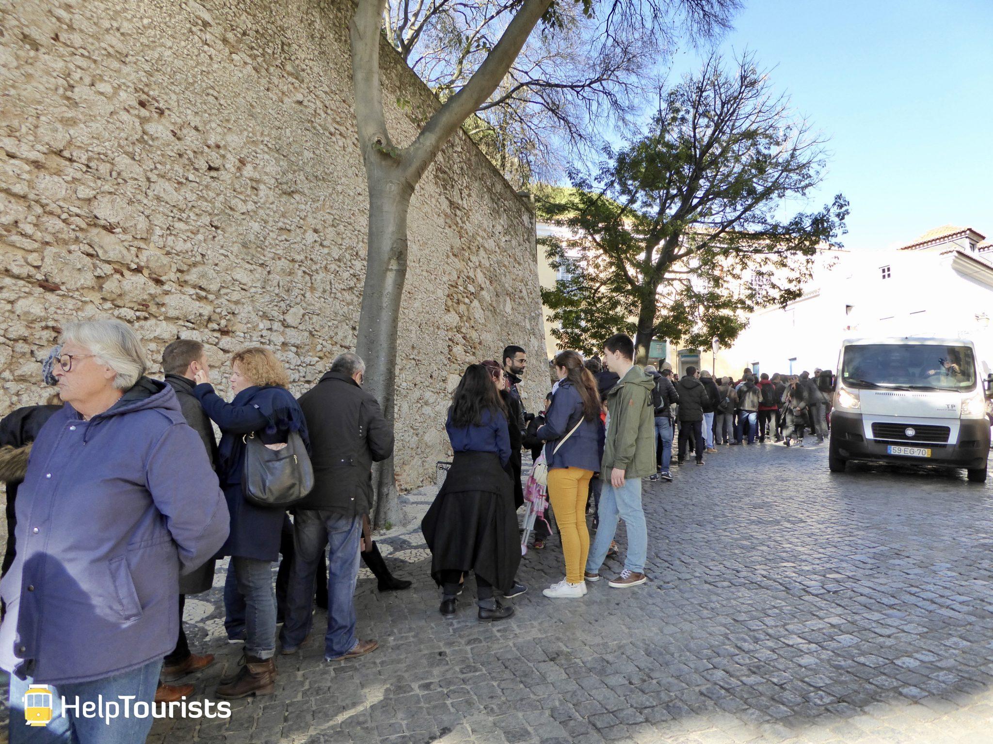 Lissabon Castelo de sao jorgen Warteschlange