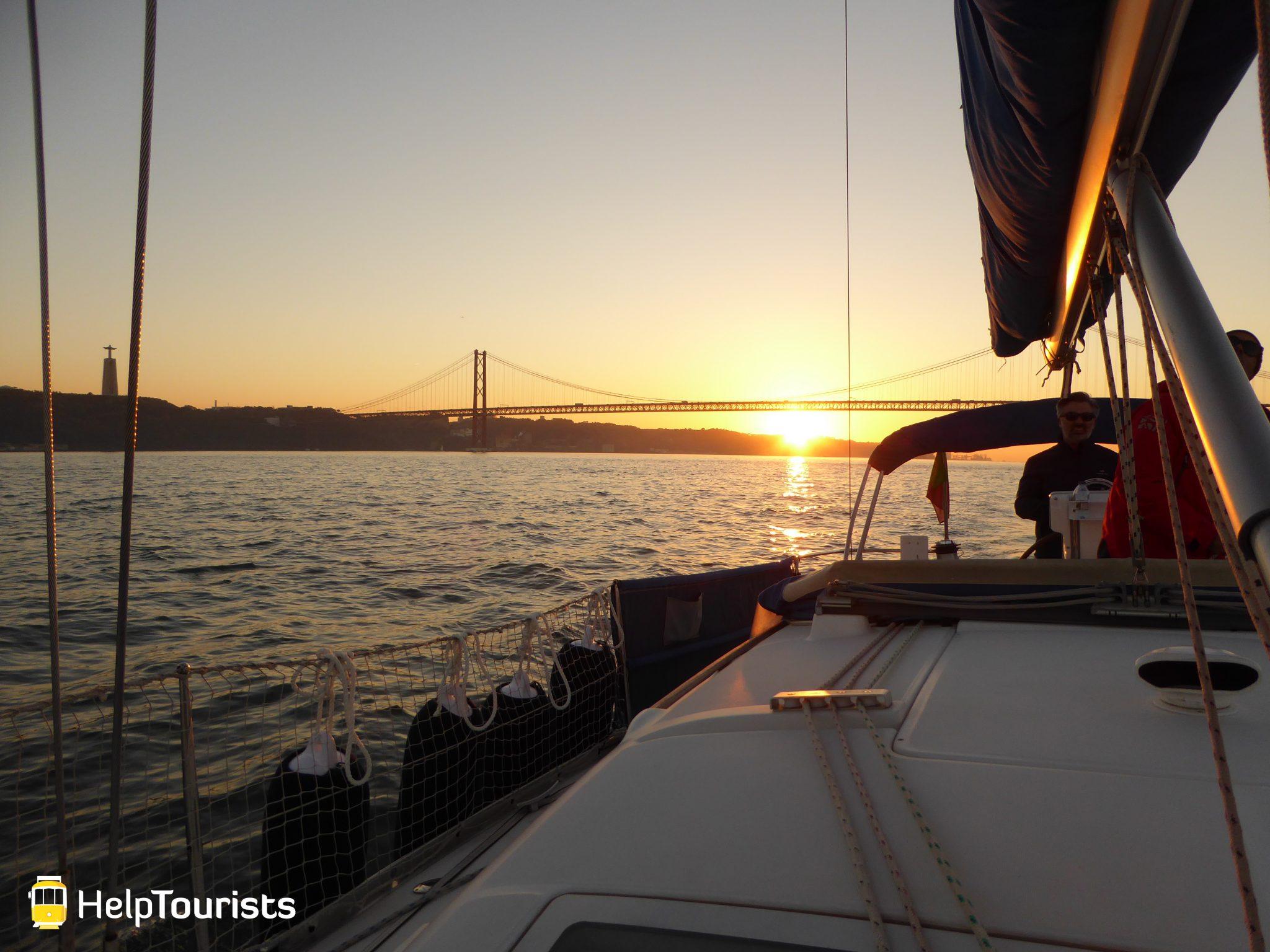 Lisbonne nouvel an bateau couché de soleil