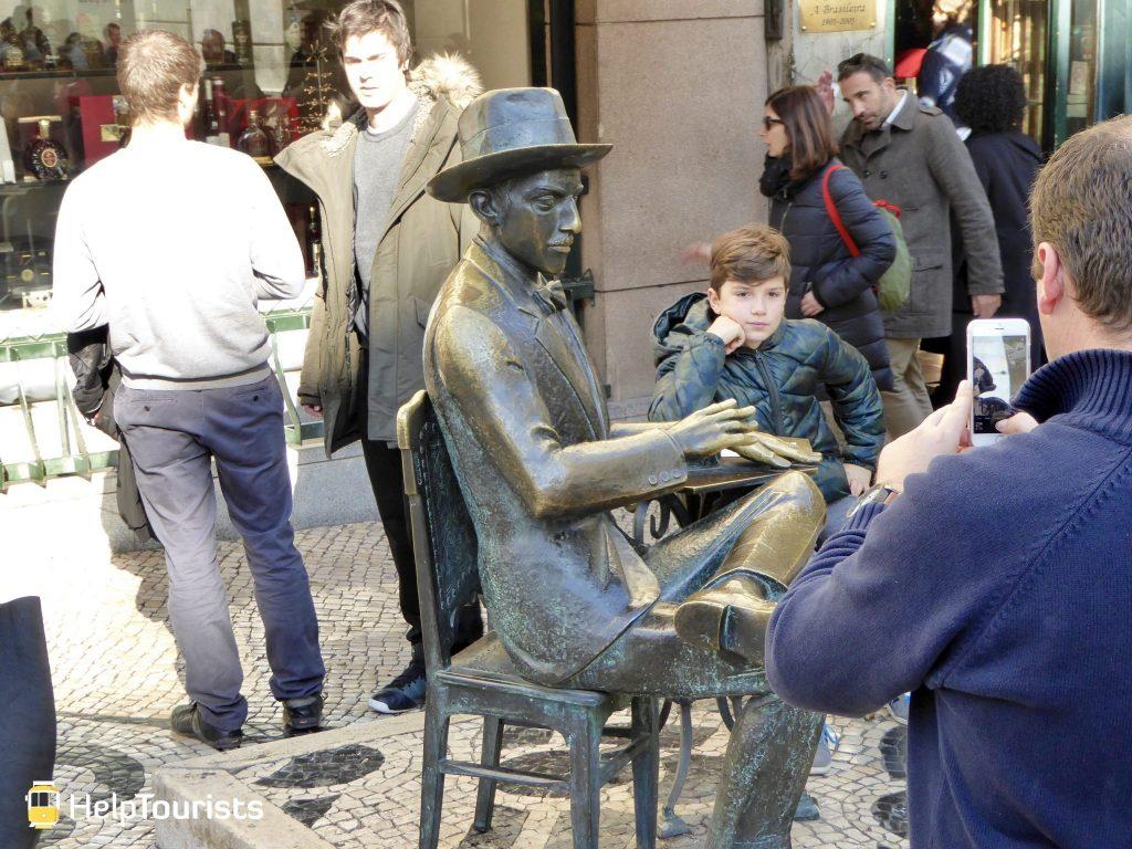Lissabon Statue Fernando Pessoa