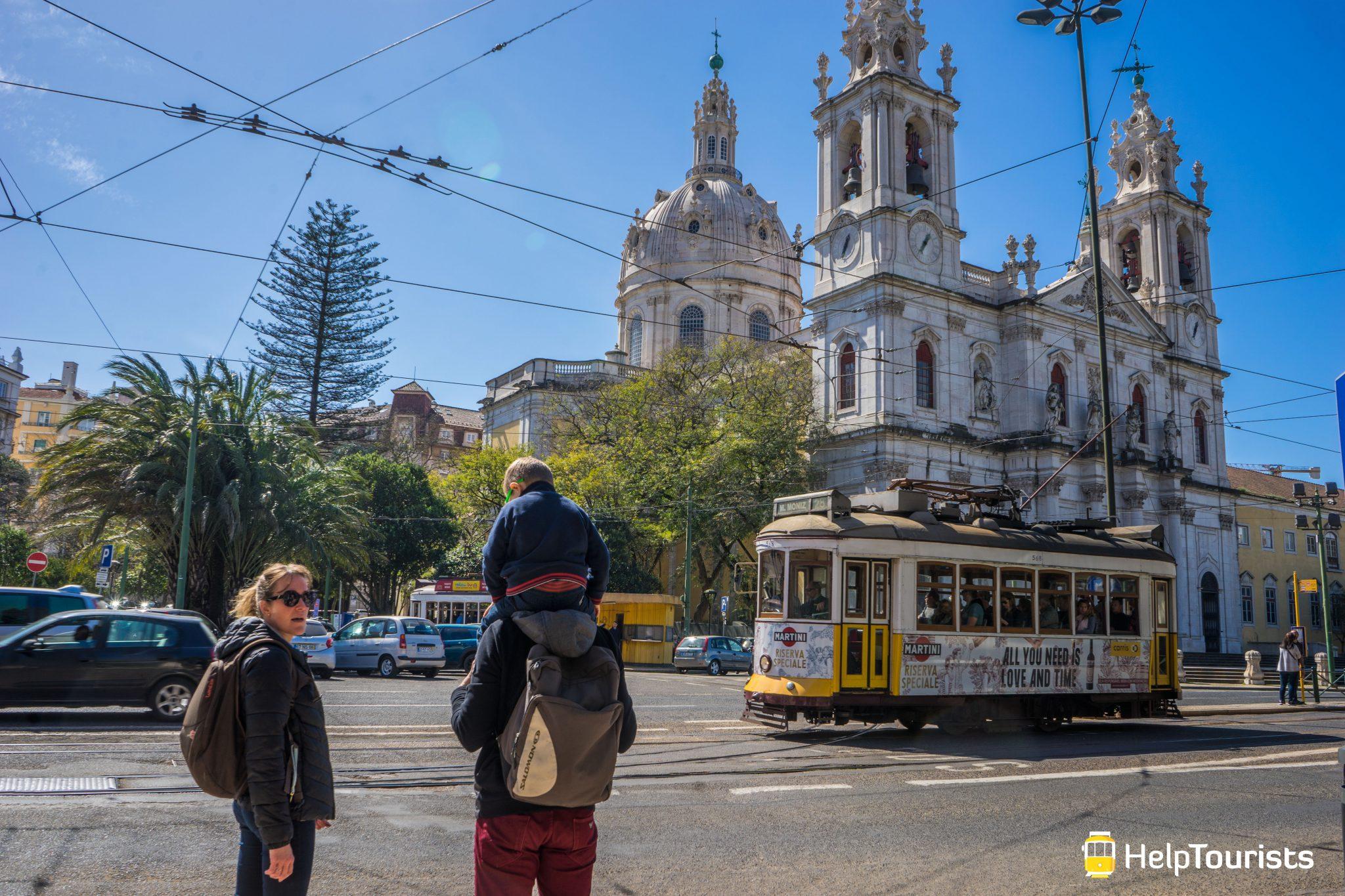 Lissabon_Basilica-da-Estrela_Tram_Familie