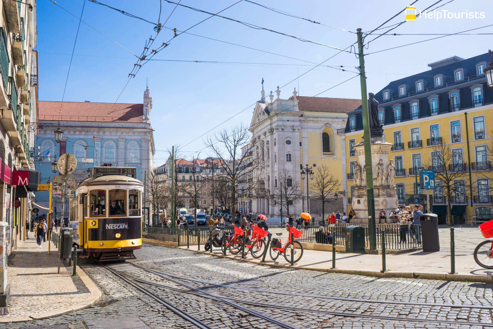 Lissabon_Praca-Luis-de-Camoes_Tram-gelb