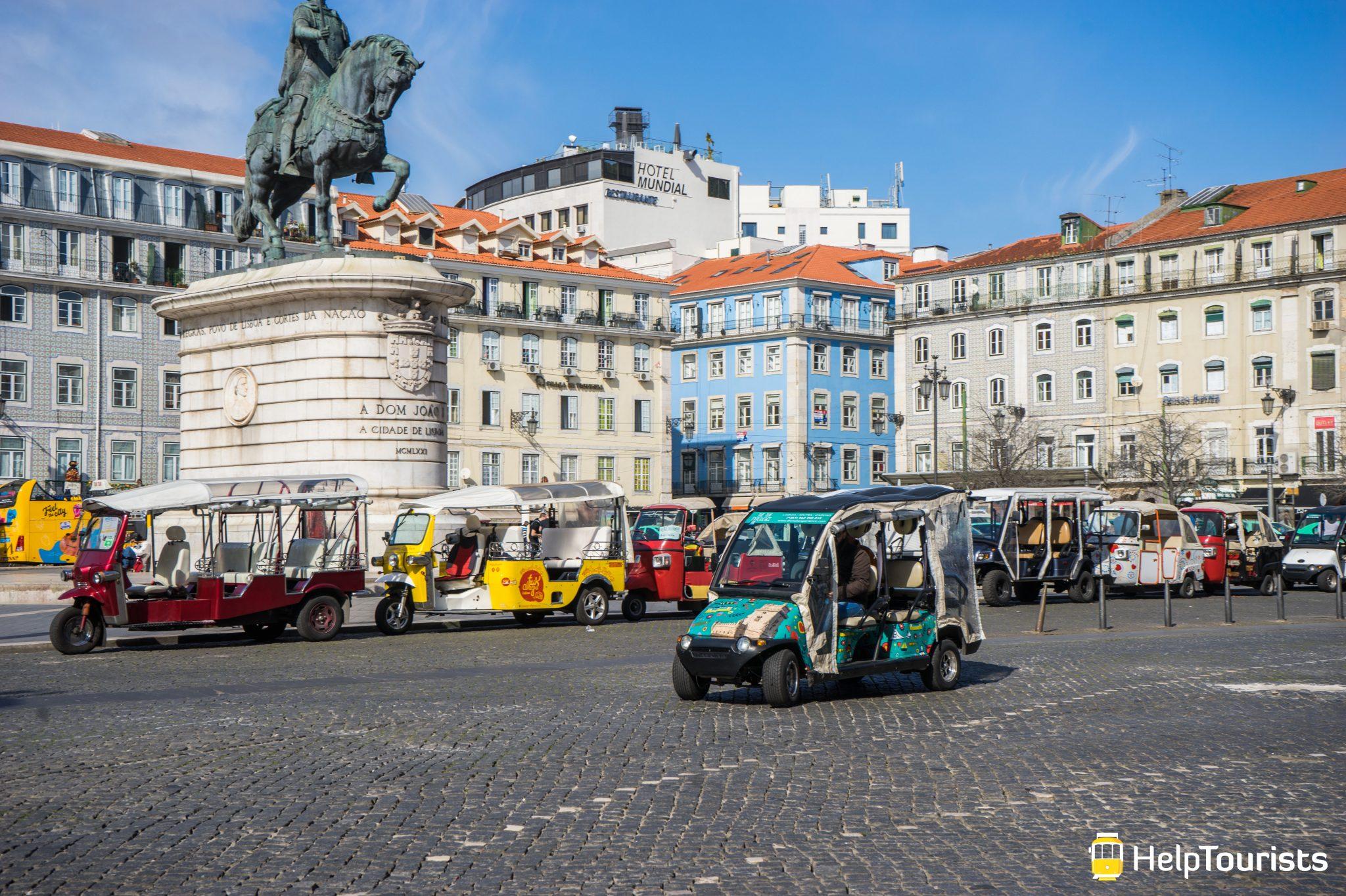 Lissabon_Praca-da-Figueira_TukTuks
