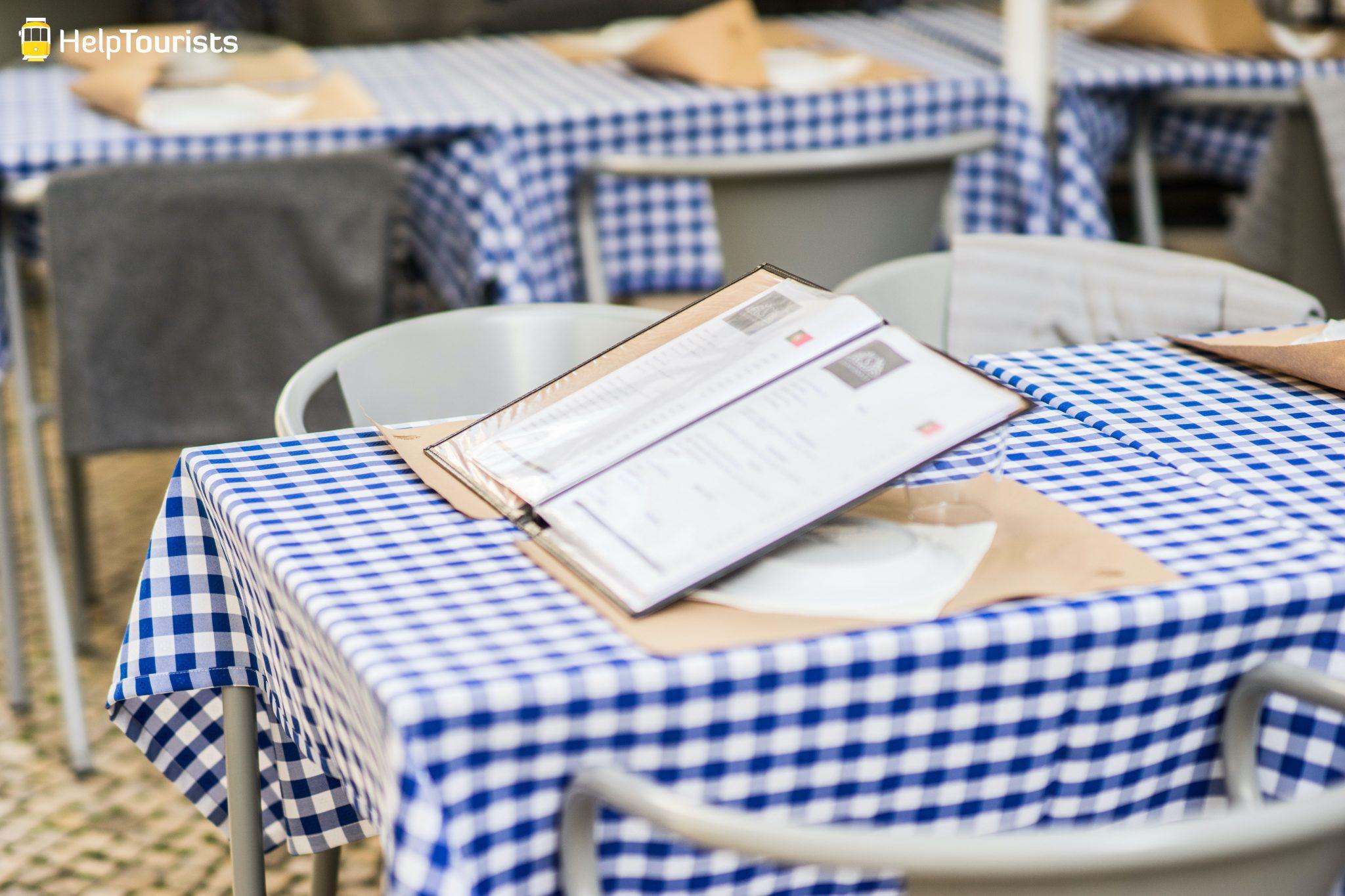 Lissabon_Restaurant_Tische_Speisekarte